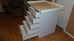 Change table with five drawers