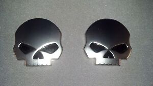 2014 Street glide  HARLEY DAVIDSON WILLIE G. METAL SKULL  Medallions you get TWO