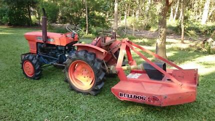 Kubota L2000DT 4X4 Tractor & 4' Slasher Starts Easily Needs  Work