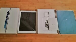 128 gb iPad Air in Mint Condition w/leather Apple Smartcase