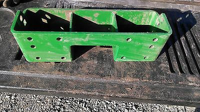 Am877105 Wght Brkt For Compact Tractors 870 970