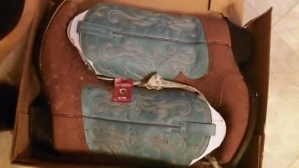 ariat women western boots size 11B