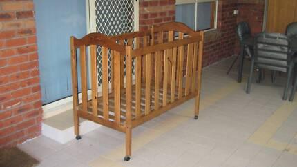 Cot for toddler or newborn - Cabin Crib No. 10 Settler