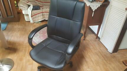 OFFICE CHAIR NEW CONDITION $100 or very near OFFER  PH