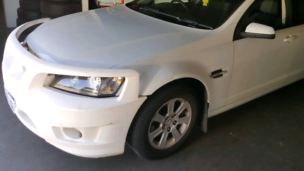 Selling a Used White Holden Commodore Smart Bar 2006 - 2010