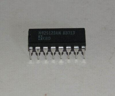 N82S115N 512x8bit field programmable bipolar PROM Signetics