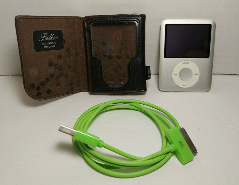 Apple iPod Nano 3rd Gen Silver 4GB Model A1236 w/ Case and Charger -Tested Works