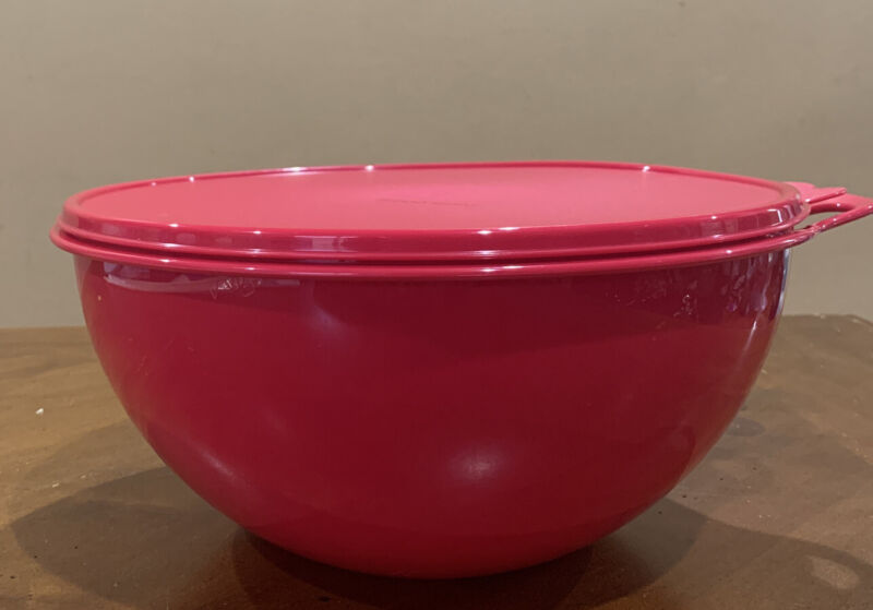TUPPERWARE LARGE THATSA BOWL 7.8 L/ 32 CUPS-IN CHERRY COLOR !!!