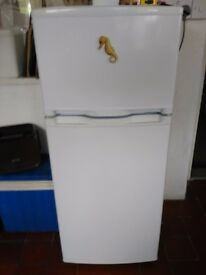 Small fridge freezer in very good condition