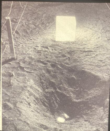 Michio Yoshihara Shining Water Gutai Japanese Modern Art 35mm Slide - $11.02