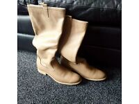 WOMEN'S PULL-ON LEATHER BOOTS SIZE 8