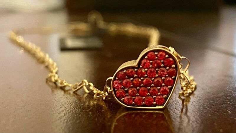 Stunning Nanis Deep Orange Sapphire 18K Yellow Gold Heart Station Necklace