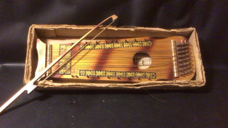 Vintage Violin UKE Marxochime Colony