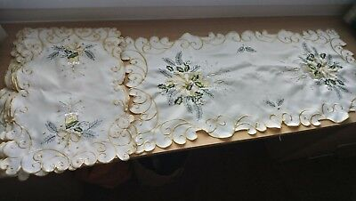 Christmas placemats x 6  and matching table runner