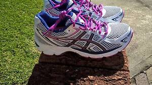 Womens-girls running shoe asics size 6 US Woolooware Sutherland Area Preview