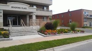 Holland St. and Simcoe Road: 51 Centre Street, Bachelor / Studio
