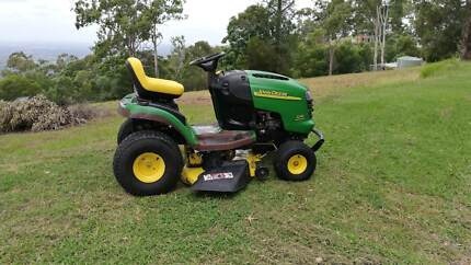 John Deere L110 Ride On Mower