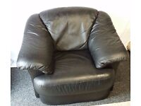 2 leather chairs £80