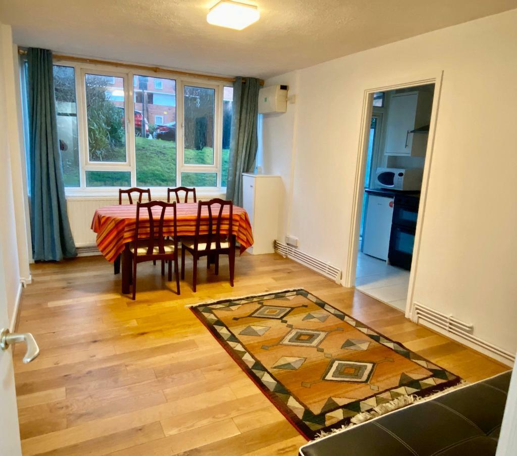 1 Bedroom Apartments In London: 1-Bed Apartment - Woodside Park