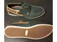 Mens Size 10 Navy and Tan Leather Boat Shoes