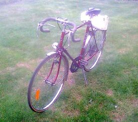 VICEROY RED FRAMED BICYCLE FOR SALE - VERY GOOD CONDITION