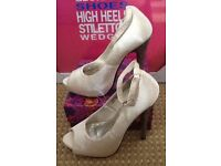 BRAND NEW IVORY (BRIDAL?) SHOES PEEP TOE HEEL SHOES SIZE 4