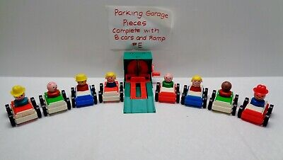 VINTAGE Fisher Price Little People PLAY FAMILY GARAGE DOUBLE CARS & RAMP #E