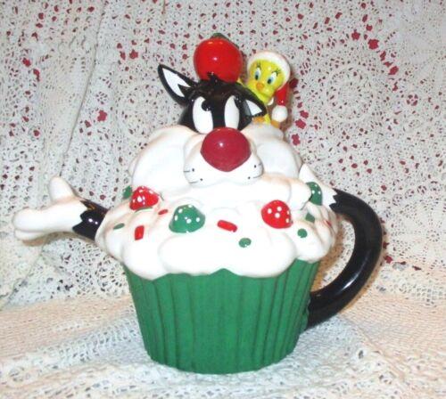 Warner Bros Sylvester & Tweety Christmas Cupcake Teapot