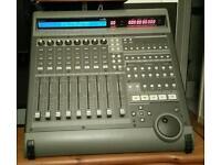 Mackie universal control HUI, daw controller, studio mixer, audio midi