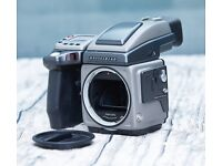 Hasselblad H1 medium format camera body and prism finder