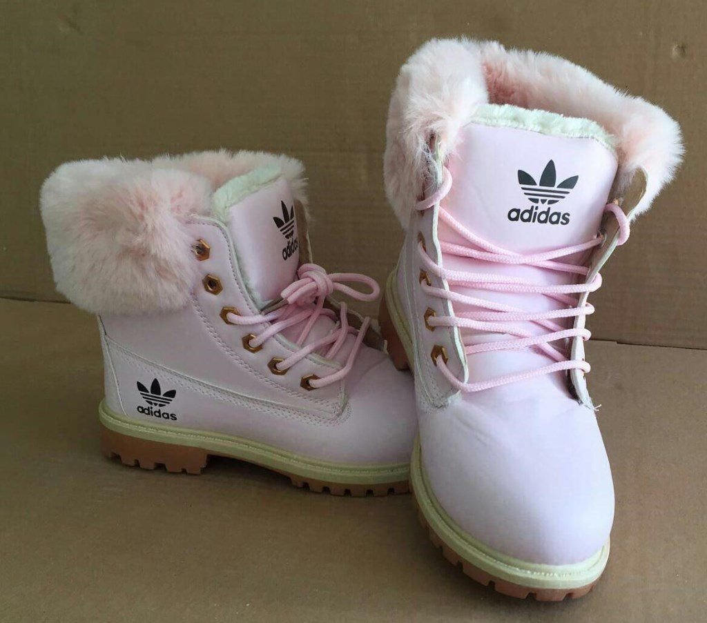b3943a132ed7 Brand New Ladies Girls Pink Adidas Boots Size 4 -5 - 6   7