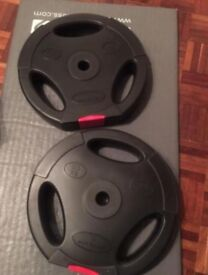 2x 10kg tri grip weight plates