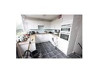 Beautiful nearly refurbished 3 bedroom House suitable for FAMILIES AVAIL NOW