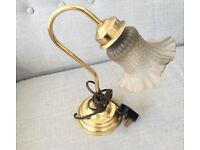 VINTAGE STYLE BRASS BEDSIDE LIGHT, DESK LAMP, ART NOUVEAU, ORNATE GLASS SHADE