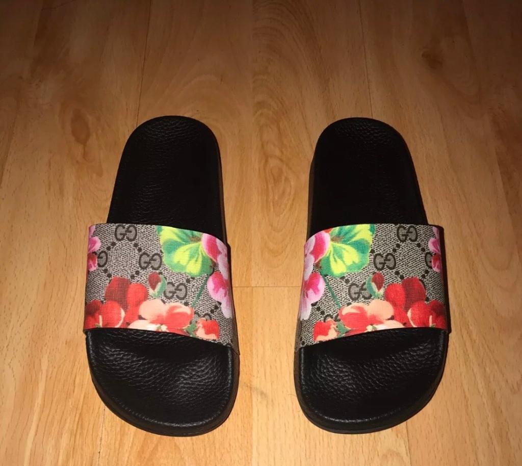 cb855e2ded35 Women s Gucci sliders flip flops size 5