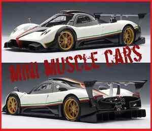 AUTOART-78262-1-18-PAGANI-ZONDA-R-WHITE-WITH-ITALIAN-STRIPES-DIECAST-MODEL-CAR
