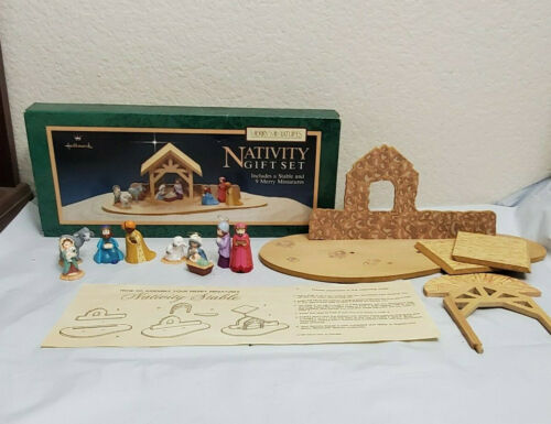 Vintage Hallmark Merry Miniatures NATIVITY Gift Stable & 9 Mini Figures Jesus