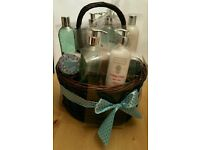 PERFECT MOTHER'S DAY GIFT - Winter in Venice Pamper Hamper