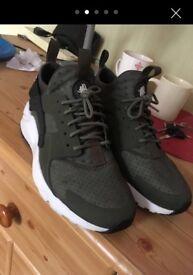 Nike huaraches khaki size 7 100%genuine