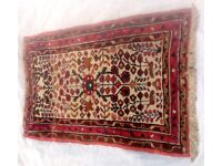 A FLORAL DESIGN, HAND WOVEN PERSIAN RUG