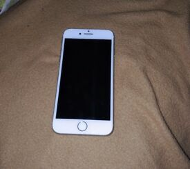 Silver Colour/ unlocked/ 32GB with head phone and charger/ September purchased and under warranty