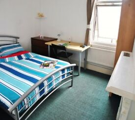 Beautiful large double bedrooms available! 10 minutes away from Canary wharf!