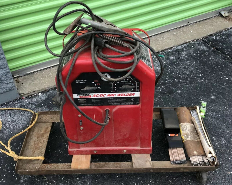 Lincoln Electric Welder AC/DC 225/125 Arc Welder w/Cart and Rods