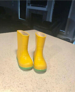 Rubber boots size 6