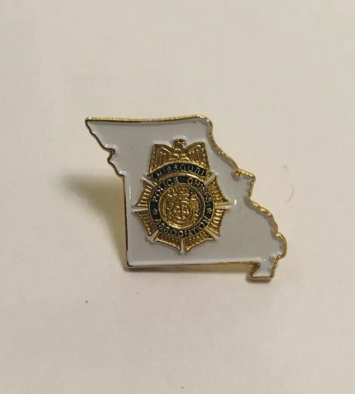 State of Missouri Police Chiefs Association Lapel Hat Pin. Gold Tone