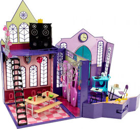 MONSTER HIGH FOLDABLE SCHOOL AND ACCESSORIES