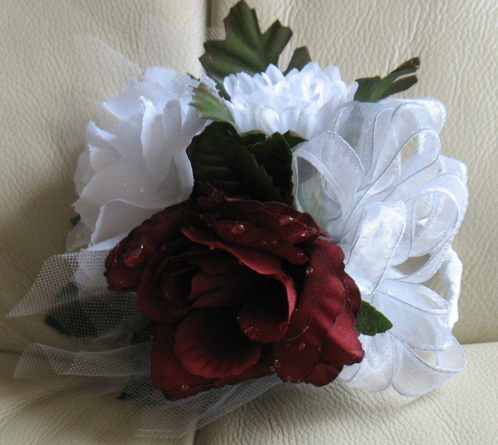 Corsagespray brand new boxed burgundy white flowers with dew corsagespray brand new boxed burgundy white flowers with dew drops mightylinksfo