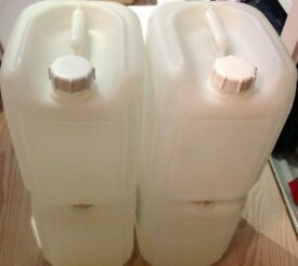 4 x 15 litre plastic containers - market stalls - catering - camping - gardening - great condition