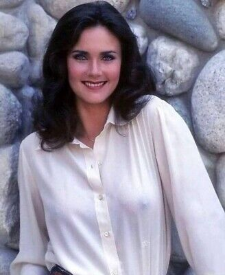 LYNDA CARTER - NICE SMILE BUT NIPPING OUT !!!