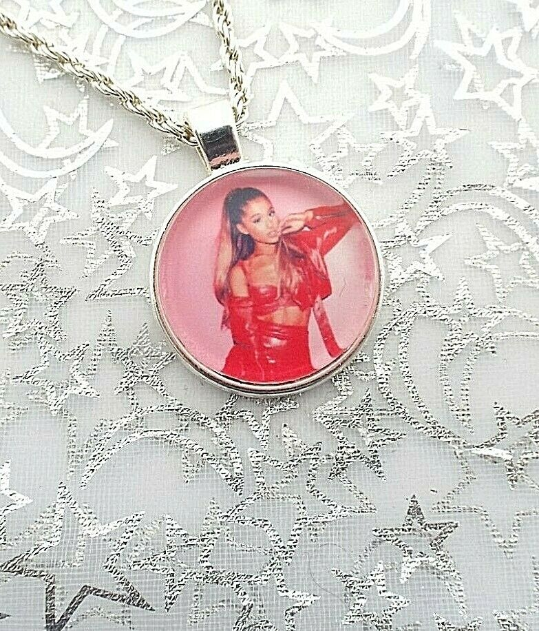 ARIANA  GRANDE PHOTO SINGER NECKLACE 18 INCHES DANCE POP MUSIC GIFT BOXED PARTY